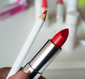 Color Click lipstick 04, Fine Art lip pencil 04