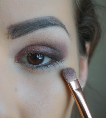 Apply pearly eyeshadow in the rest of the eyelid; Shade- Shining Bright; Brush 234