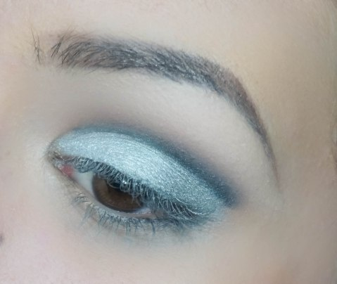 I highlighted my brow bown with KIKO brow highlighter and then I applied matte eyeshadow Tempted with Z 230 and blended it with Z231. Then I applied Chanel silver eyeshadows with Z234, darker in outer and brighter in inner corner of my lid