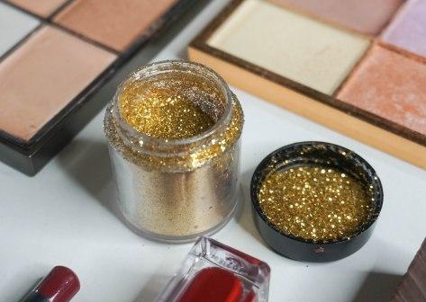 BH Cosmetics eyemakeup glitters 'gold'