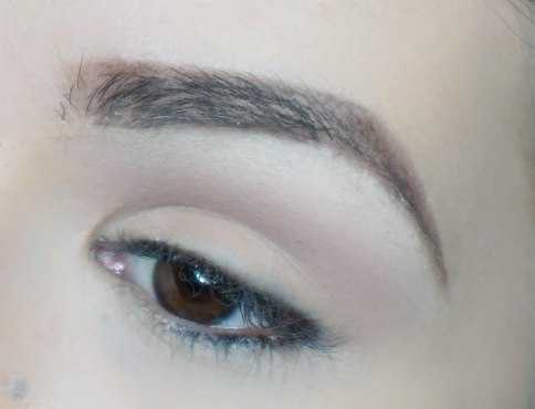Highlight your brow bone (THIRTEEN, Sigma E60) and apply matte eyeshadow on your crease (COMBUST, Zoeva 227)