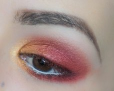 Then apply the same matte coral eyeshadow really close to the lower lash line, blend (SEIZE, Sigma E30), highlight the inner corner with glittery yellow shade (GOLDMINE, Zoeva 237)